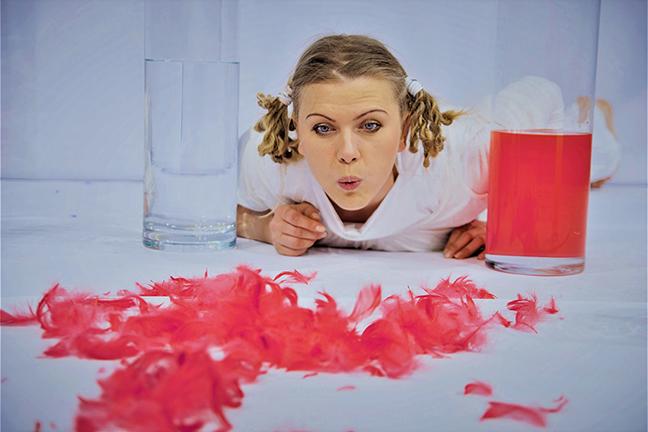Actrice blaast de rode veren